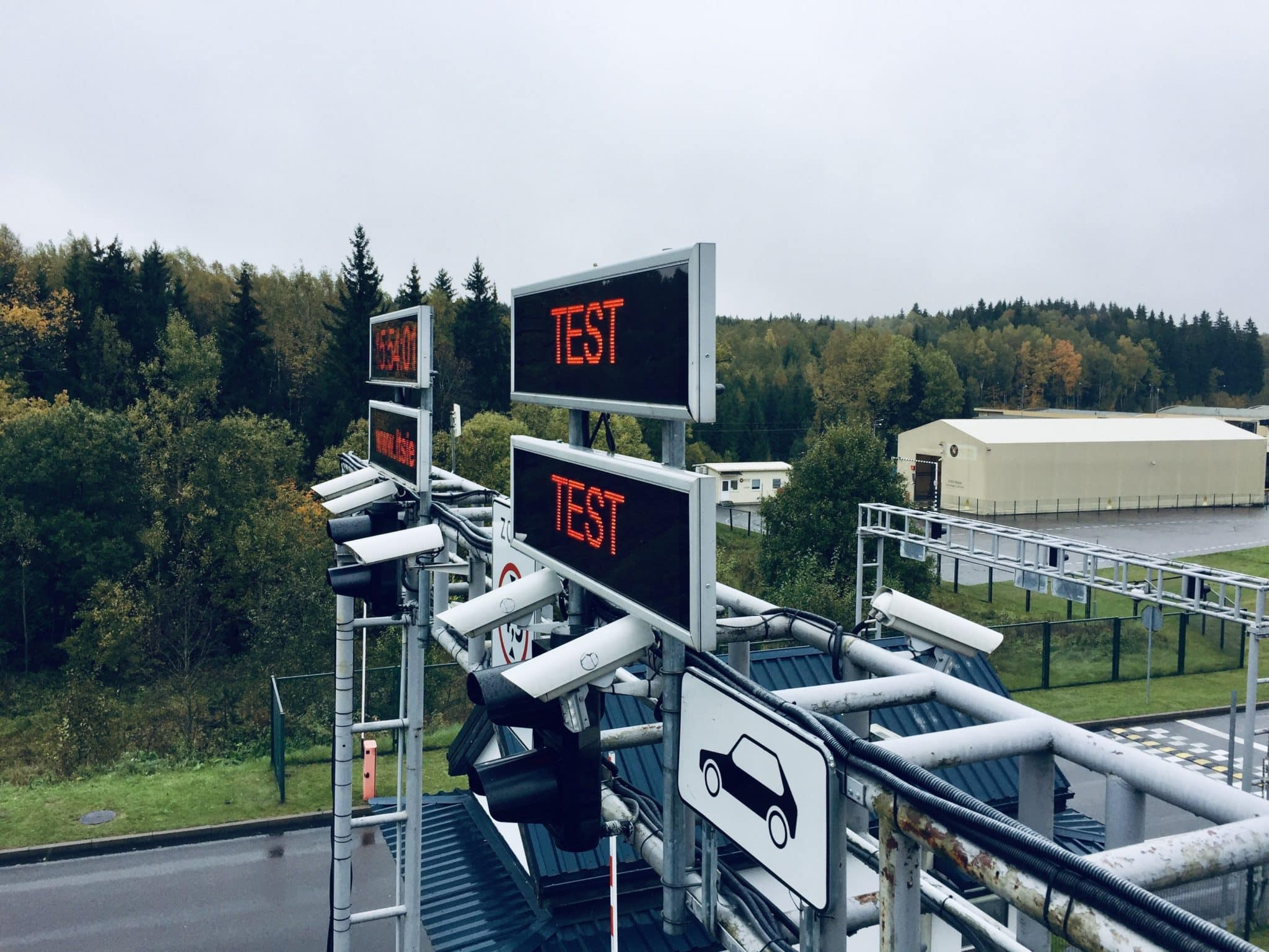 Ampron Rugged LED Message Boards for GoSwift improvement of Lithuanian border queues